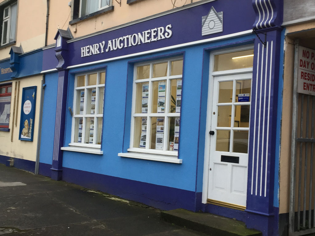 Frontage-Henry-Auctioneers